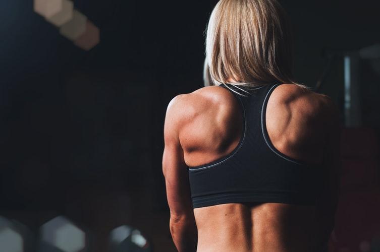 Sportive faisant un régime du sport à Lyon